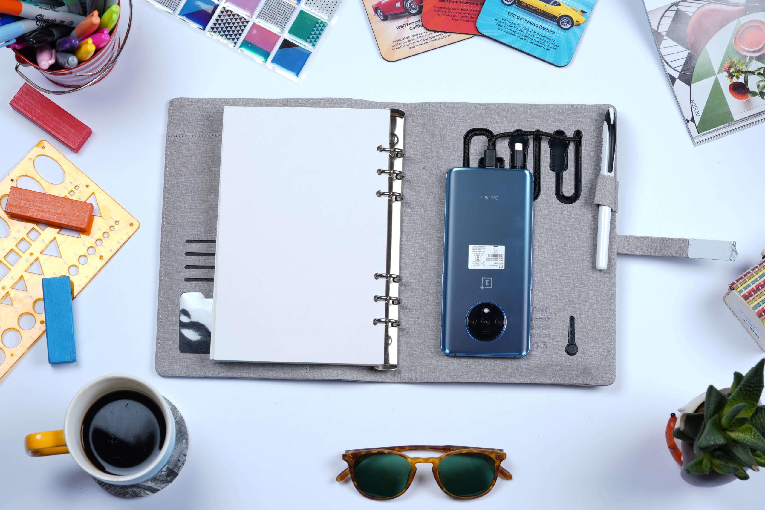 Functionality, Diary, Chargeable diary, Pen, coffee, goggles,